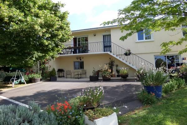 Photo Appartement avec 2 chambres à l'étage d'une maison pour les curistes de Jonzac