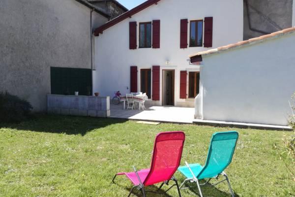 Photo maison de plein pied avec jardin cloture à proximité des thermes de Salies de Béarn