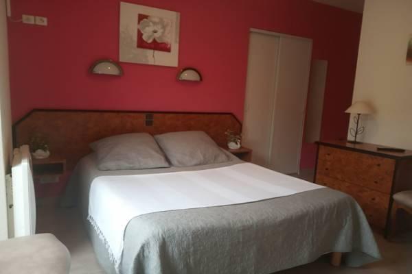 Photo T1 au 1er étage d'une maison bourgeoise centre d'Aix les Bains
