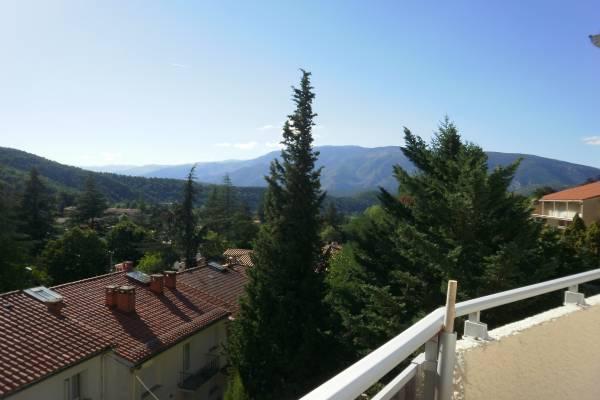 Photo Vernet les Bains : agreable studio,centre village,calme,vue sur les montagnes environnantes.
