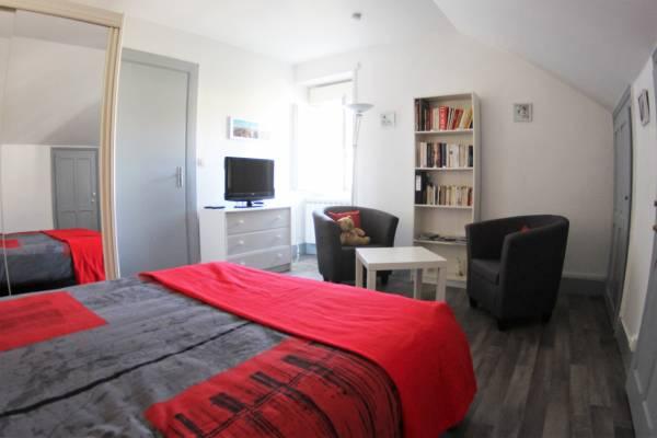 Photo Au calme - Superbe appartement classé 3 étoiles pour les curistes d'AIX-LES-BAINS.