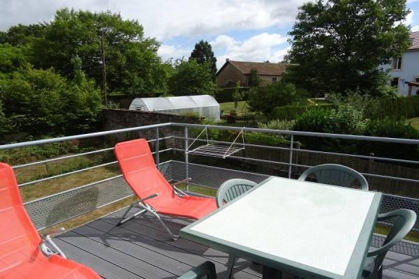 Photo Beau T1 avec une terrasse à 300 mètres des thermes de Bains les Bains, au 1er étage - PANO 45 -