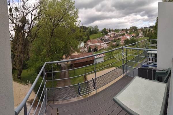 Photo T1 à Bains-les-bains avec balcon donnant sur la verdure, 1er étage - PANO 41 -