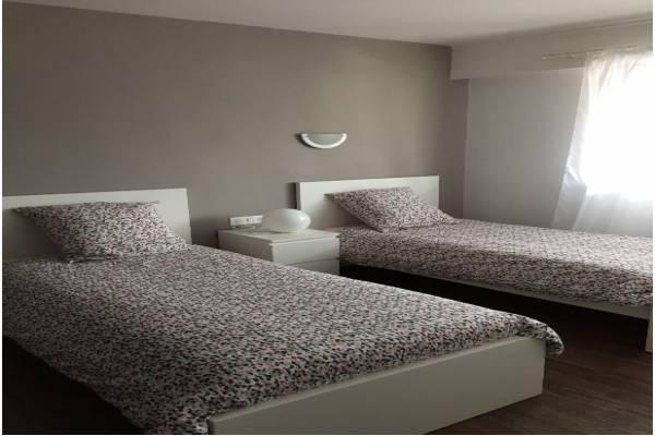 Photo 2 pièces à Dax avec une chambre à proximité des centres thermaux avec parking