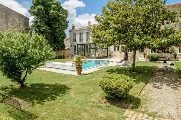 Photo Appartement joliment meublé proche des thermes de Rochefort avec piscine