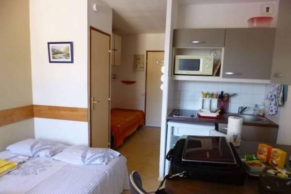 Photo STUDIO 17 m2, 2ème étage, proche des Thermes de Lamalou-les-Bains - 236 - CHOCOLAT
