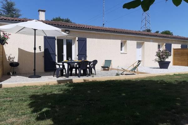 Photo Gite neuf à 1 km des thermes de Jonzac avec terrasse et parking