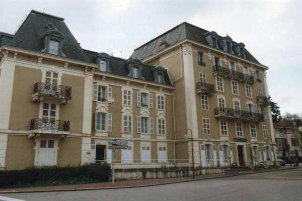 Photo A VITTEL DANS UN ANCIEN HOTEL PARTICULIER, 2 PIECES, 2EME ETAGE AVEC ASCENSEUR