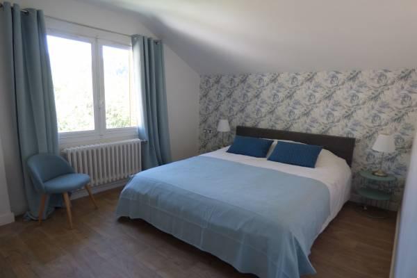 Photo Appartement entièrement rénové au calme avec jardin et belles vues - La Bourboule