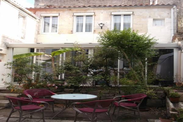 Photo Maison de ville avec 2 chambres avec véranda, très calme, centre de Rochefort