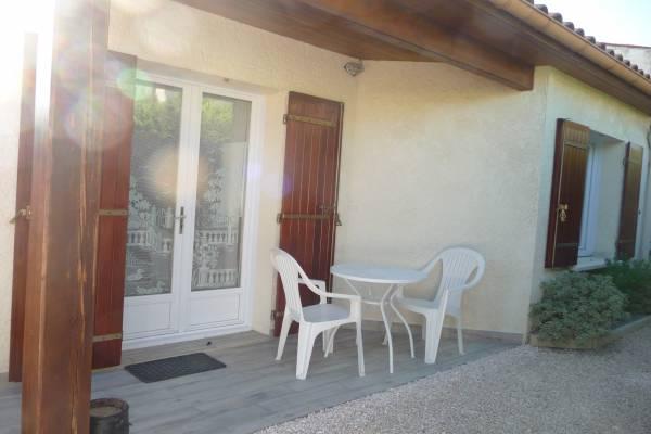 Photo Studio en rez de jardin à 1 km des cures de Jonzac