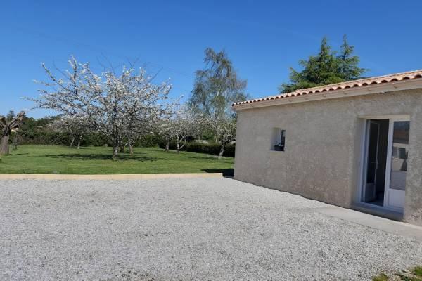 Photo Gite de 42 m2 de plain pied avec terrasse et parking Jonzac
