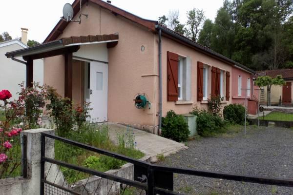 Photo Cransac les Thermes : Maison Type 2 de plain-pied avec terrasse et jardin