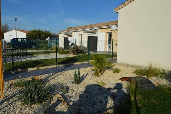 Photo Location 3* pour cures & vacances à Jonzac avec wifi et jardin
