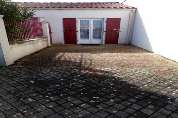 Photo Appartement de deux pièces avec un jardin proche des thermes de Rochefort - parking