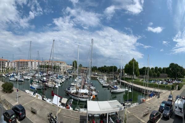 Photo 2 pièces à Rochefort avec vue sur le port de plaisance et parking