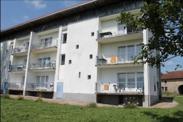 Photo Grand studio au rez-de-chaussée d'une paisible résidence pour les curistes de Bains les Bains - ...