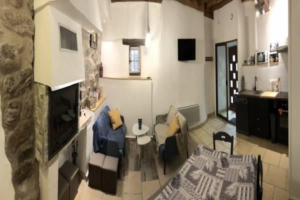 Photo Maison familiale toute équipée en pierre au centre des remparts de Villefranche de Conflent